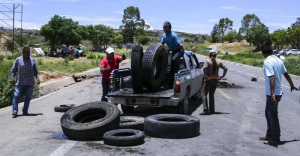 A 8 días de refriega en Nochixtlán, persisten más de 10 bloqueos carreteros