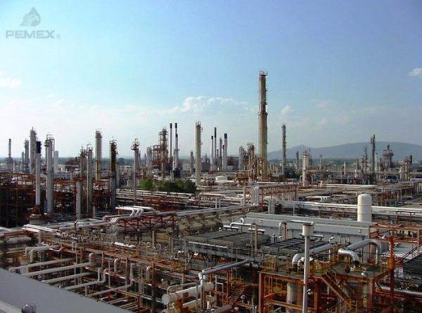 Falla eléctrica provoca paro de planta en la refinería de Salina Cruz
