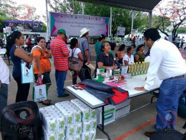 "Llevan a cabo ""Feria Comunitaria"""