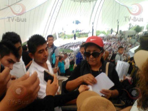 Sacan a comerciantes por manifestarse en Guelaguetza