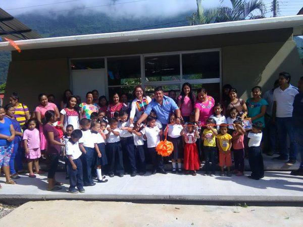 Un aula más para la educación en Jacatepec