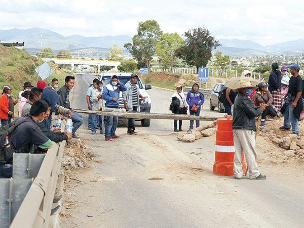 Bloqueos intermitentes en 15 puntos de Oaxaca