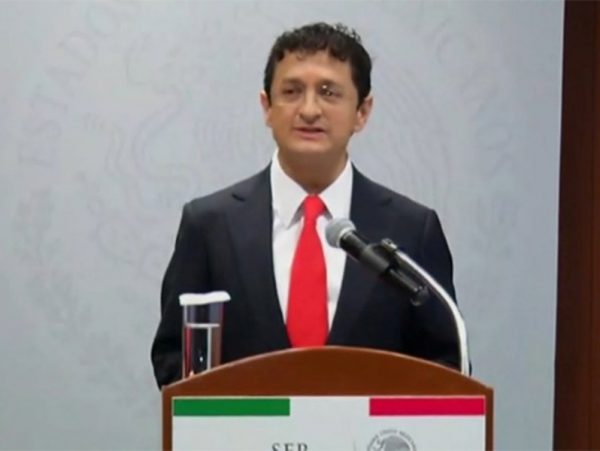Renuncia Virgilio Andrade a la Secretaría de la Función Pública