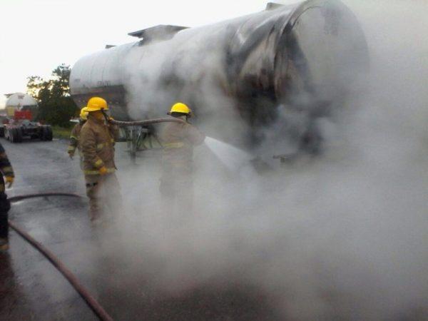 Arde pipa en la autopista Veracruz-Córdoba