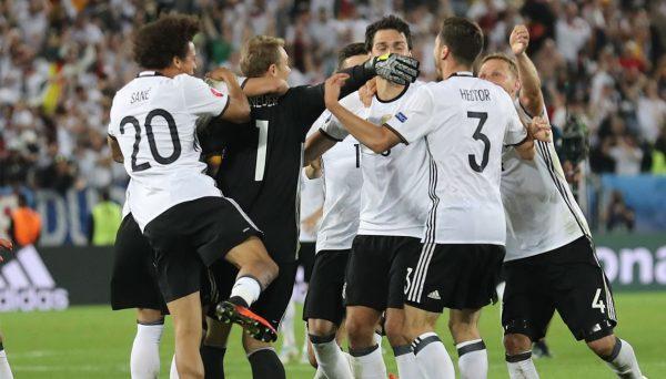 Alemania supera a Italia en penales