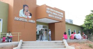 Desmiente Subdirector que mujer haya dado a luz, afuera del Hospital