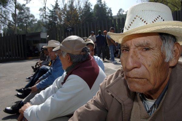 Sin pensión, 75% de los adultos mayores en México