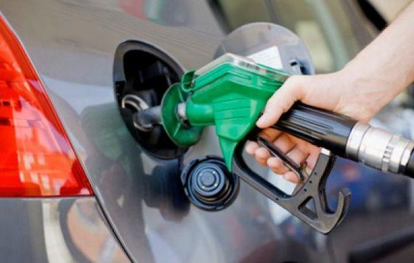 Precio de gasolinas baja, pero baja poco.