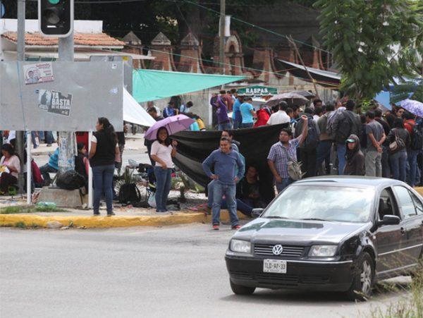 Supervisores verificarán inasistencias de maestros en Oaxaca y Chiapas