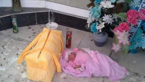 Abandonan a bebé con síndrome de down en iglesia