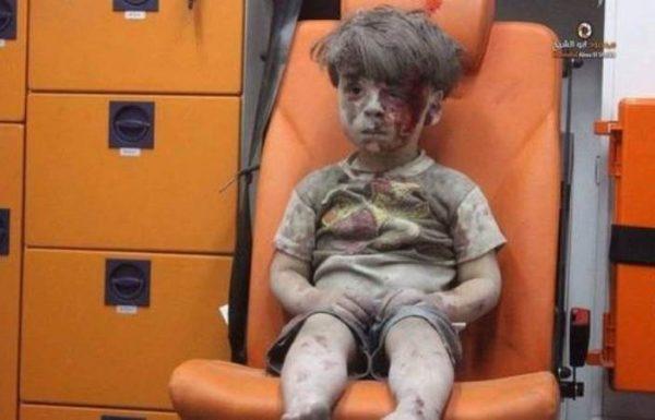 Omran, el niño sirio que fue rescatado de entre los escombros
