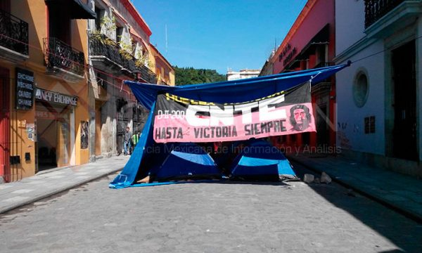 Retienen maestros 6 autobuses en el centro histórico de Oaxaca