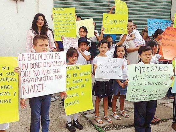 En Chiapas, maestros imparten clases a 20 pesos por hora