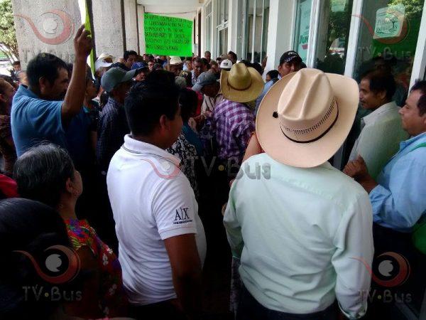 Defraudados de CASUR toman finanzas, retienen a trabajadores
