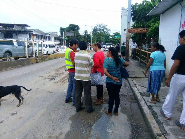 Vecinos exigen al Ayuntamiento instalación de drenaje sobre boulevard Benito Juárez