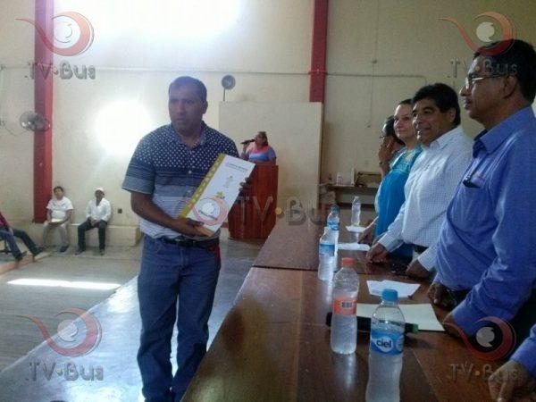 Entrega CORETURO titulos de propiedad en Tuxtepec