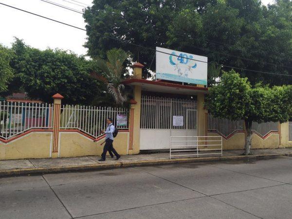"""Corren a maestras del """"Adela Hernández"""" por no apoyar a la Sección 22"""