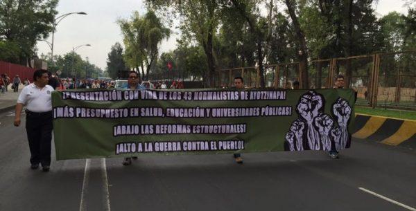 Llegan profesores de la CNTE a San Lázaro