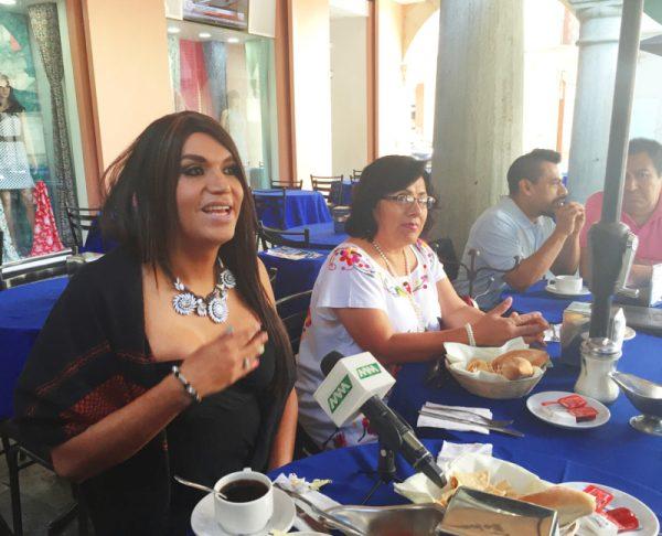 Otorgan título y cédula profesional a primer mujer transgénero en Oaxaca