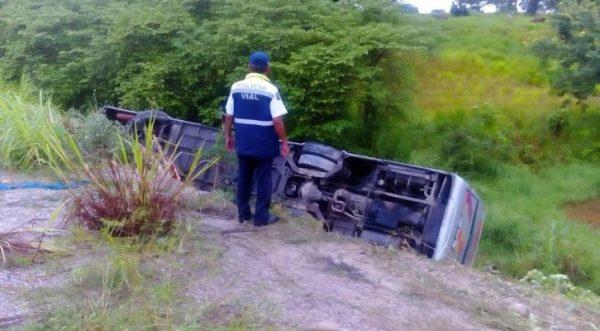 Accidente de AU en Matías Romero deja como saldo una persona fallecida y 9 lesionadas