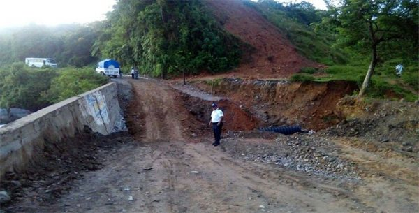 Implementan paso provisional en carretera Jalapa-Usila