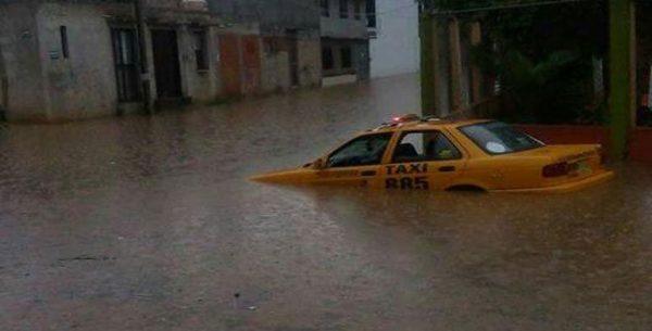 Causa lluvia inundaciones en diferentes zonas de Oaxaca