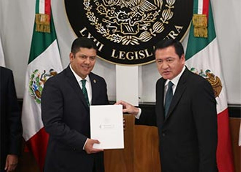 Osorio Chong entregó Informe de Gobierno al Congreso