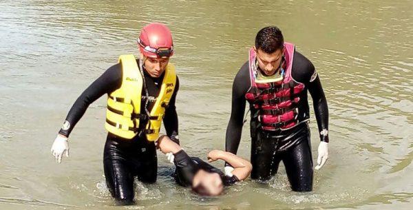 Localizan cuerpo de una mujer flotando en presa de Huayapam