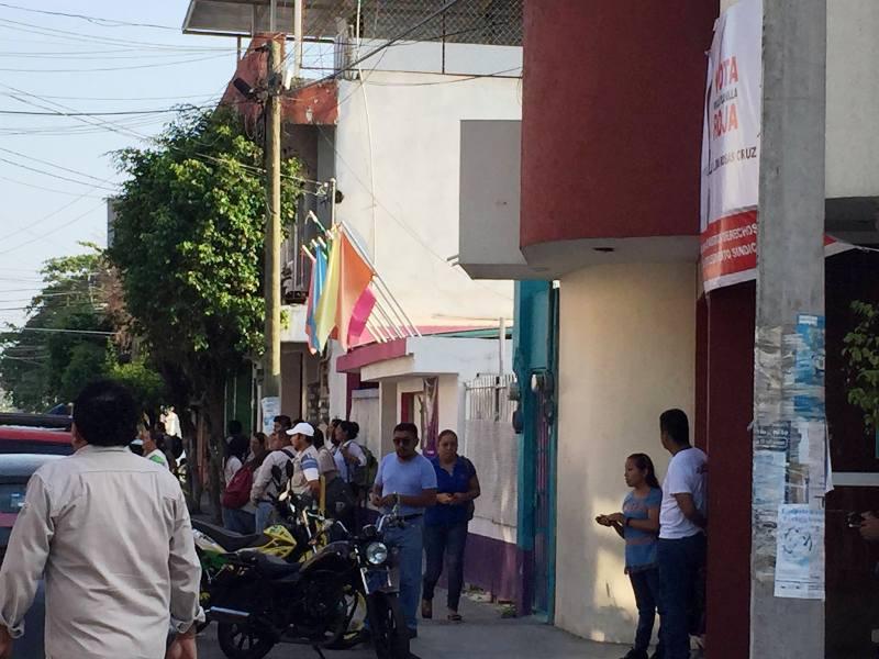Trabajadores del sector salud cierran cruceros en Oaxaca