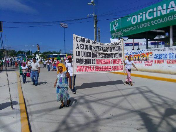 Más de siete mil codecistas marcharon en Tuxtepec y bloquearon accesos a la ciudad