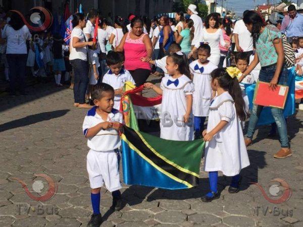Desfilan jardines de niños por día de la ONU