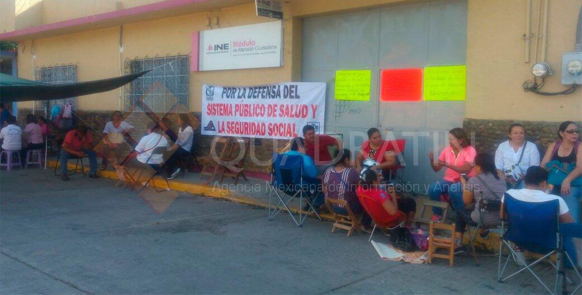 Cumplen 10 días en paro trabajadores de la Ssa de Oaxaca
