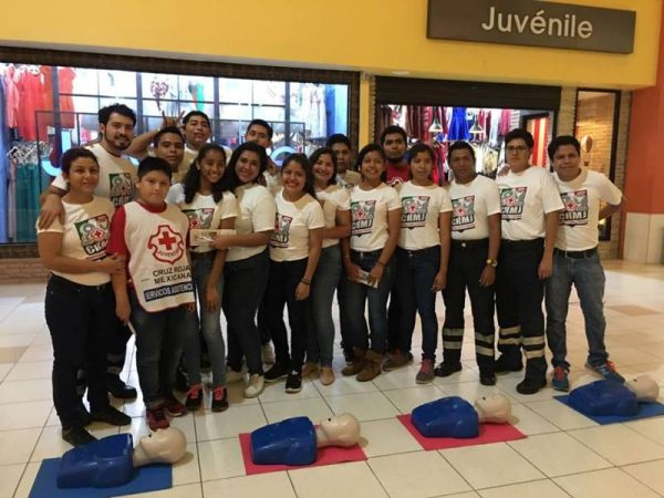 Jóvenes de Cruz Roja imparten curso de reanimación cardiopulmonar
