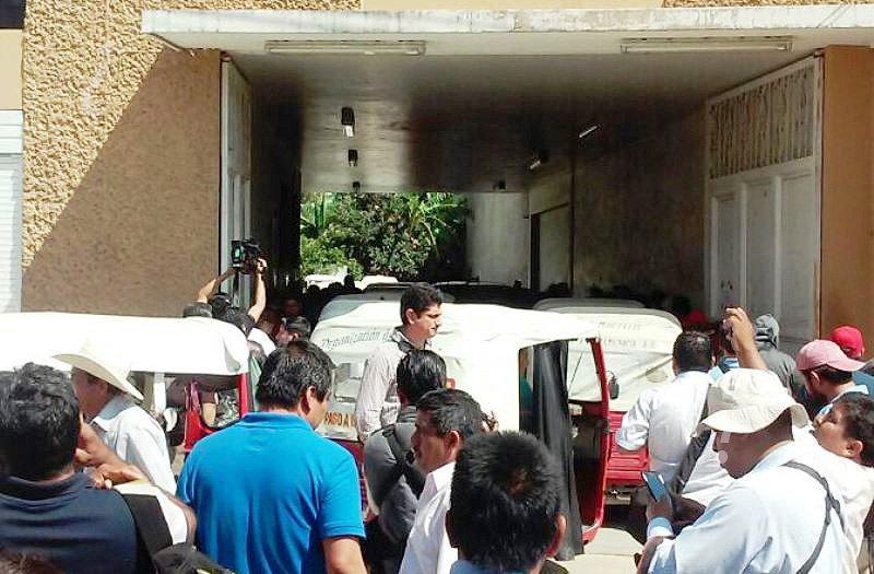 6 heridos durante gresca entre policías y mototaxis