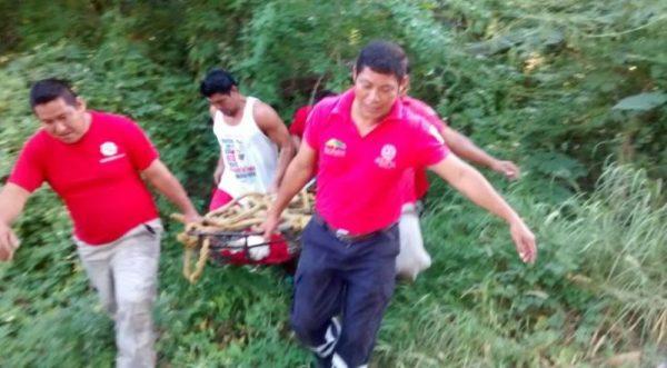 Bomberos capturan un cocodrilo de más de 2 metros en Huatulco