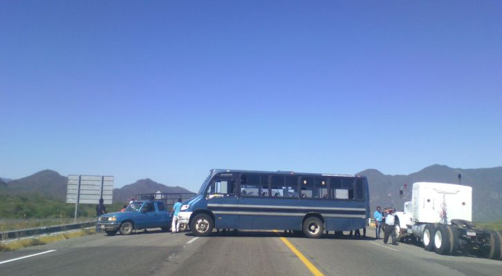 Bloquea CTM accesos carreteros a la ciudad de Oaxaca