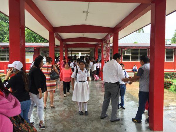 "Evacúan  estudiantes de la ETI 2 por presunta balacera en ""18 de Marzo"""