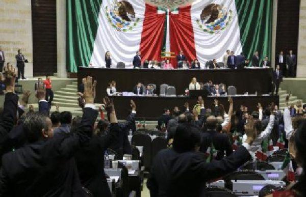 Legisladores y gobierno traban designación de 23 funcionarios