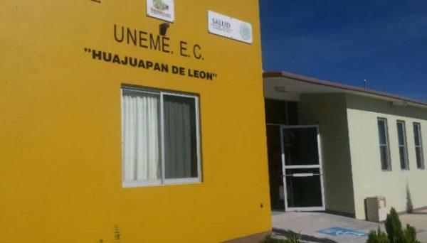"""De """"Brazos caídos"""" cuatro unidades médicas de los SOS en Huajuapan"""