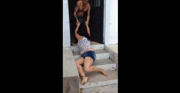 Una mujer es golpeada y arrastrada por su esposo
