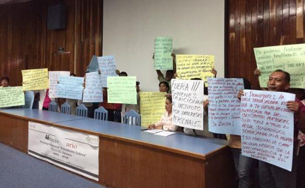 Médicos del ISSSTE exigen salida de director de hospital en Oaxaca