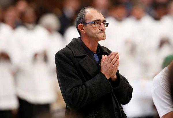 #VIDEO El Papa invita a decenas de indigentes a misa en el Vaticano