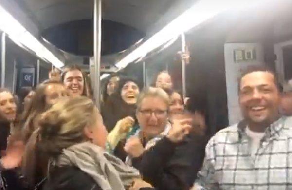 Fiesta en el metro con Shakira y Carlos Vives