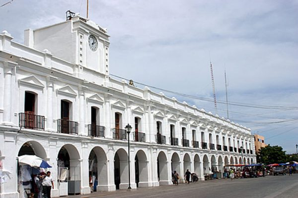 Comuneros retienen a funcionario en Juchitán por incumplir con obra