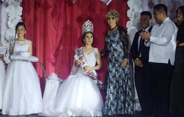 Coronan a Rocio 1a, Reina de la Cruz Roja