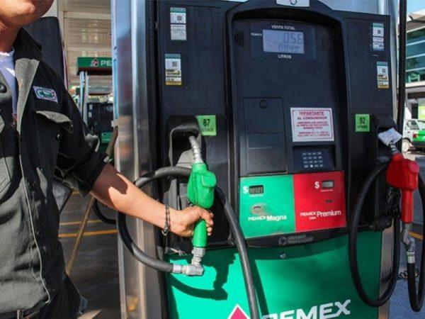 Señalan de incongruente la postura del PAN y PRD por gasolinazos