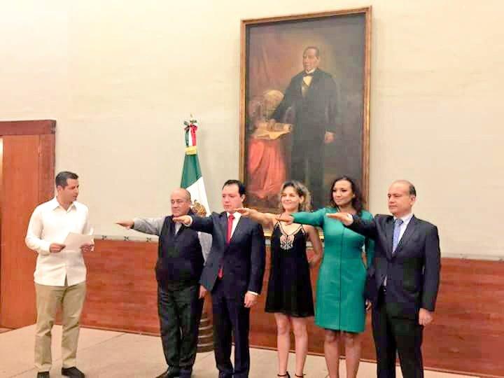 Nombra Alejandro Murat a más funcionarios del gabinete ampliado