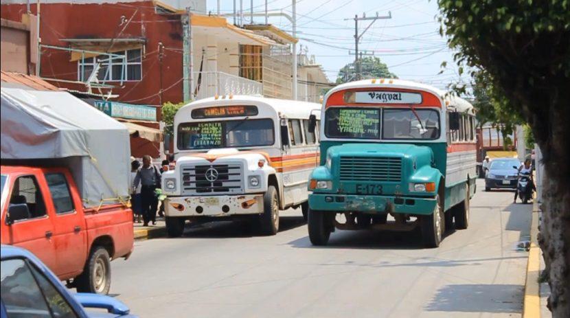 Por movilización de maestros, transportistas suspenderán servicio este martes