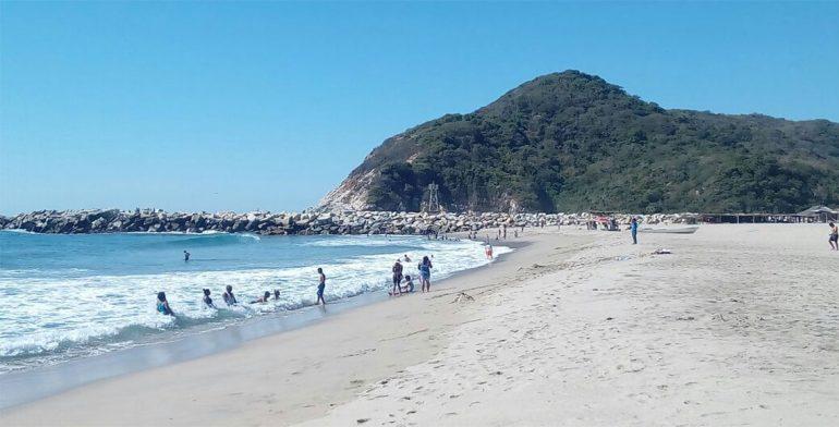 Auxilian a dos turistas en playas de Oaxaca