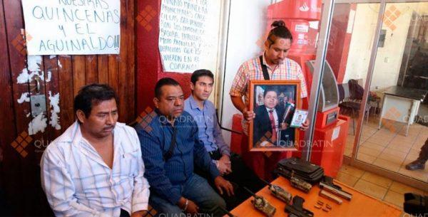 Policías en paro por aguinaldos retienen a 4 personas en Oaxaca